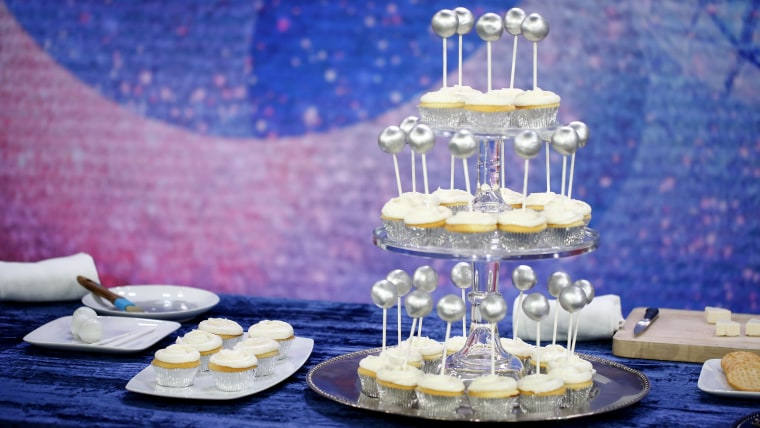 Throw a stylish New Year's Eve party with these easy last-minute ideas. Drop the ball cupcakes.