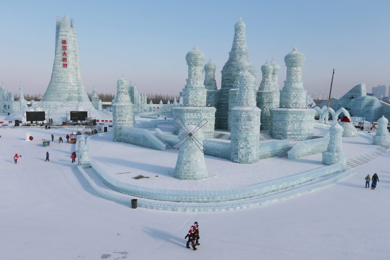 Image: Preparation for the 32th Harbin international ice and snow festival