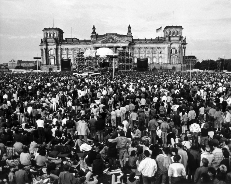 Image: David Bowie performs in front of the Reichstag in Berlin on June 6, 1987.