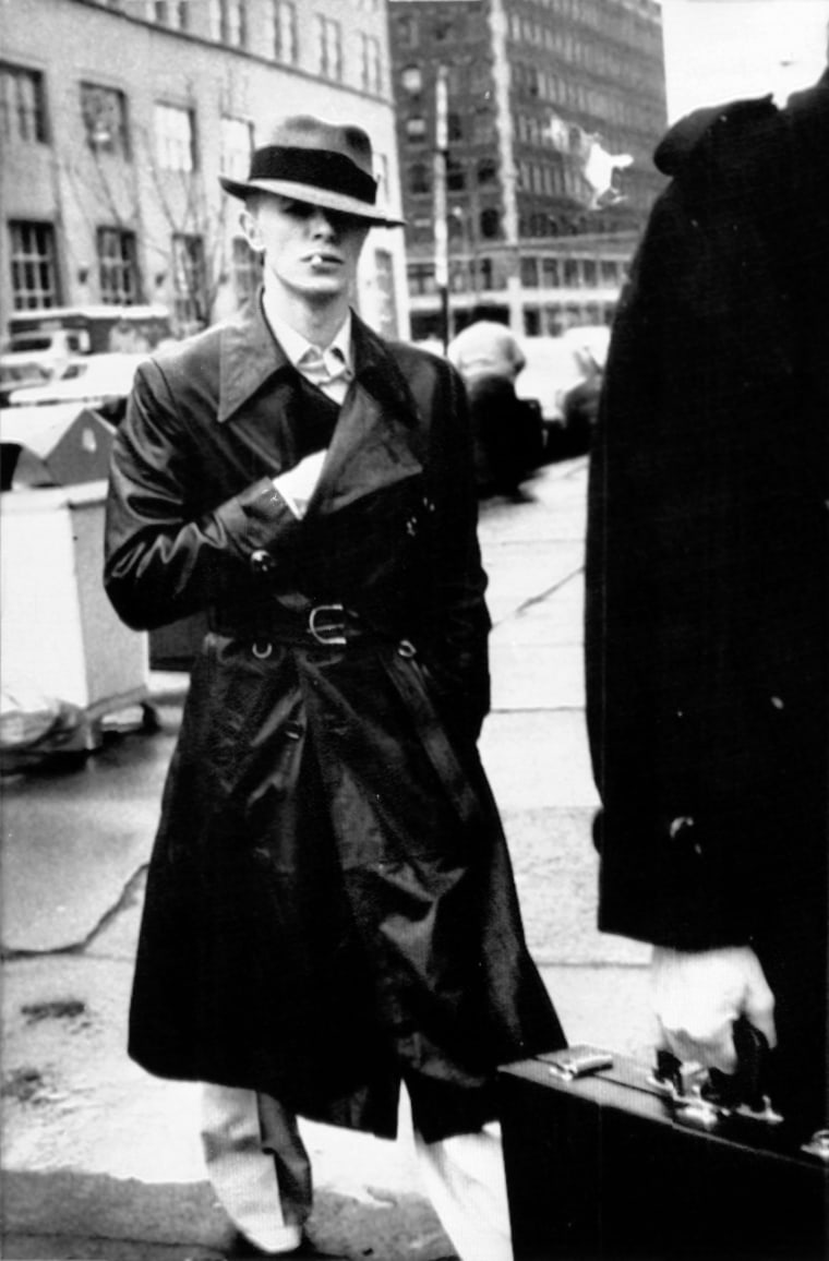 Image: Bowie visits his attorney before his court appearance in March 1976