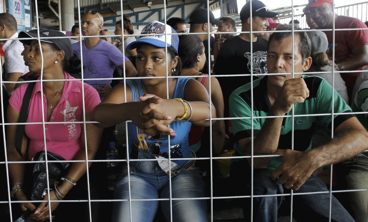 Image: Cubans migrants await to receive humanitarian visas at a border post with Panama in Paso Canoas