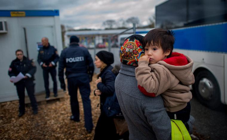 Image: Germany sends migrants back to Austrian border