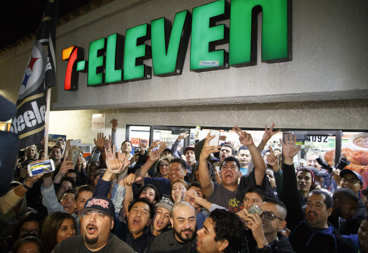 Image: Powerball celebration at winning 7-Eleven store in Chino Hills, California