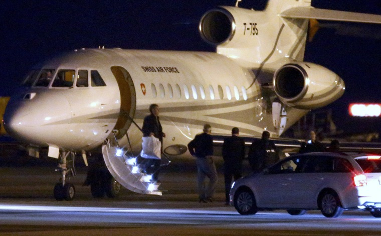Image: People walk off a plane carrying three Iranian-Americans, who left Tehran under a prisoner swap, after it landed at Cointrin airport in Geneva