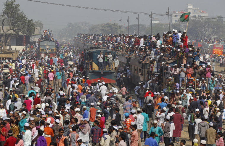 Image: Bangladeshi Muslim devotees pray after boarding over-crowded trains