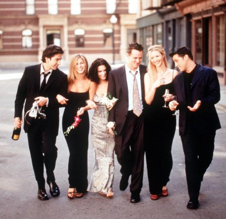 Image: The Cast Of Friends 1999 2000 Season From L R: David Schwimmer Jennifer Aniston Courteney Cox Ar