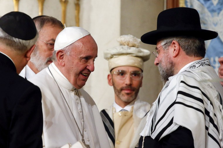 Image: Pope Francis is greeted as he arrives at Rome's Great Synagogue