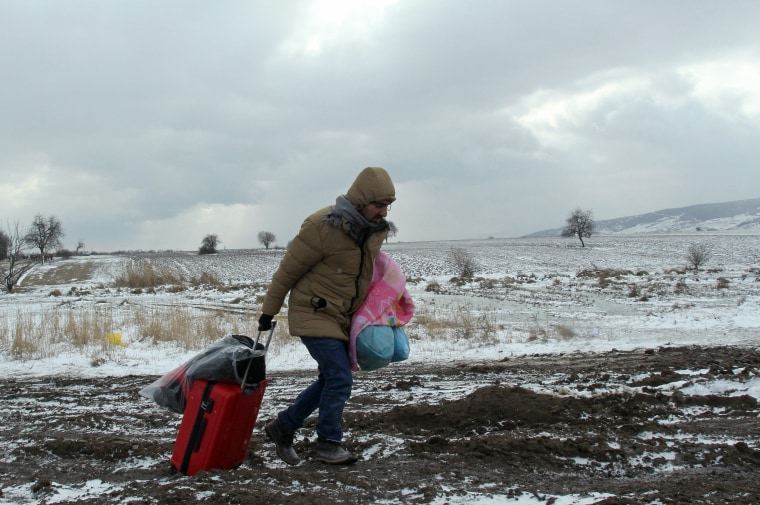 Image: Migrants arrive to Serbia in cold weather