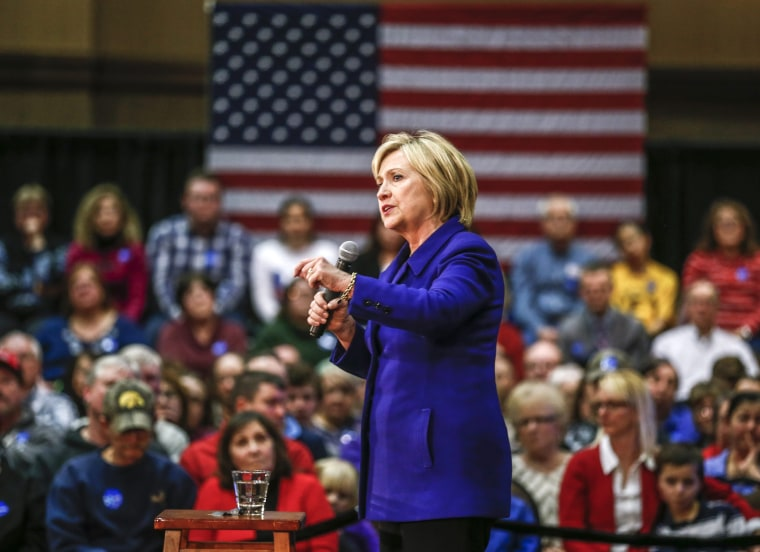Image: Hillary Clinton campaigns for the Iowa Caucus