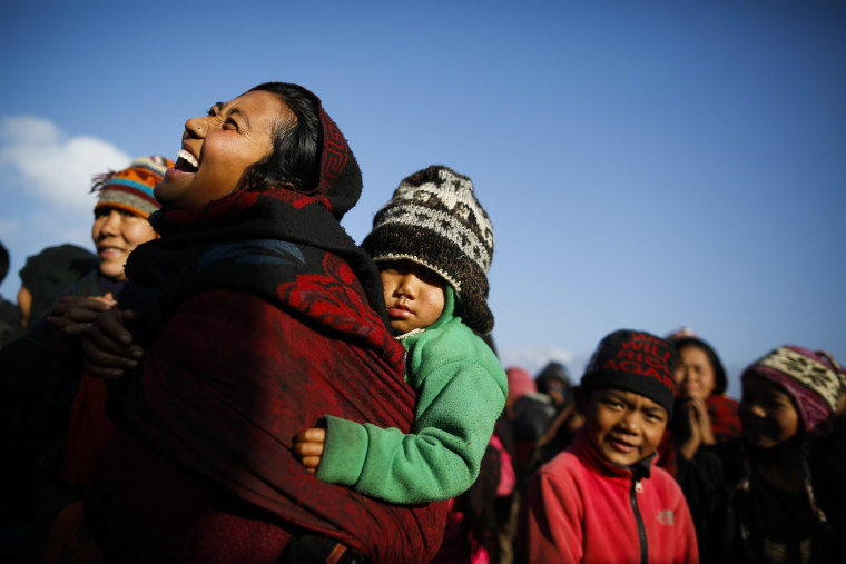 Image: People affected by earthquake in Lapark receive winter aid