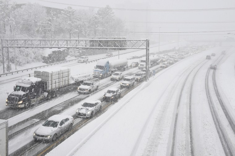 Image: Snow slows down traffic on Interstate 40