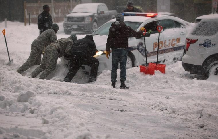 Image: Huge Snow Storm Slams Into Mid Atlantic States