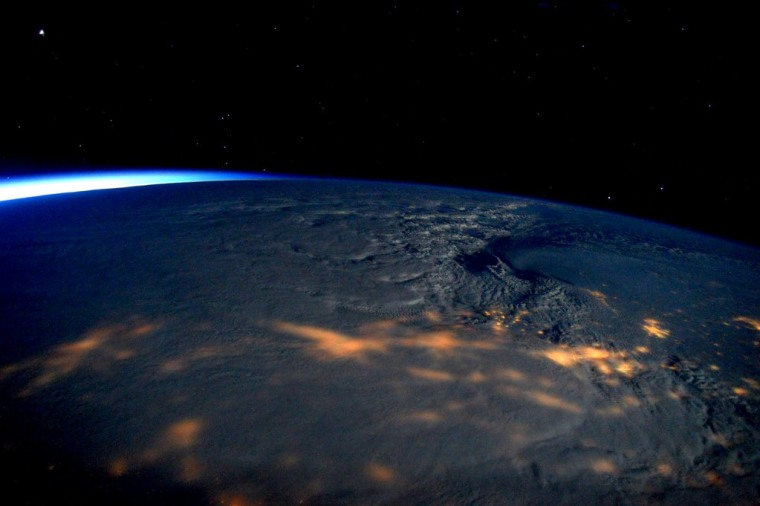 Astronaut Scott Kelly Witnesses 'Rare Thundersnow' from Space