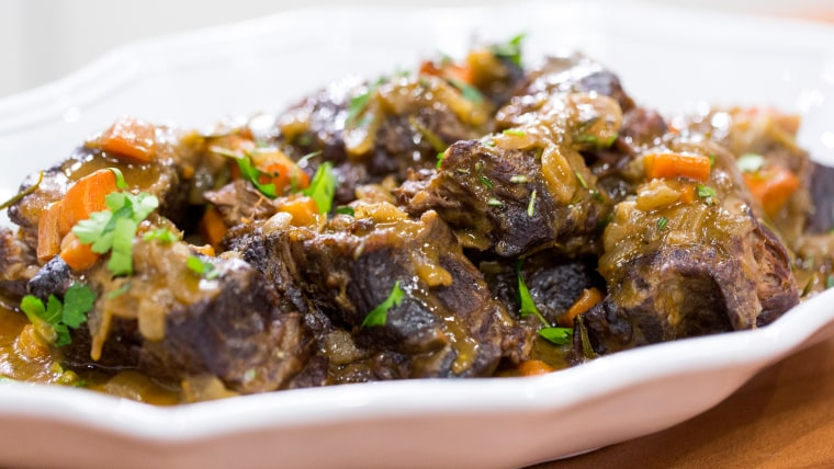 Elizabeth Heiskell whips up delicious and easy slow-cooker short ribs and cheddar cheese grits