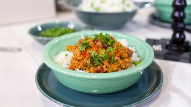 Rui Correia cooks up a delicious slow cooker chili with ground turkey and chorizo