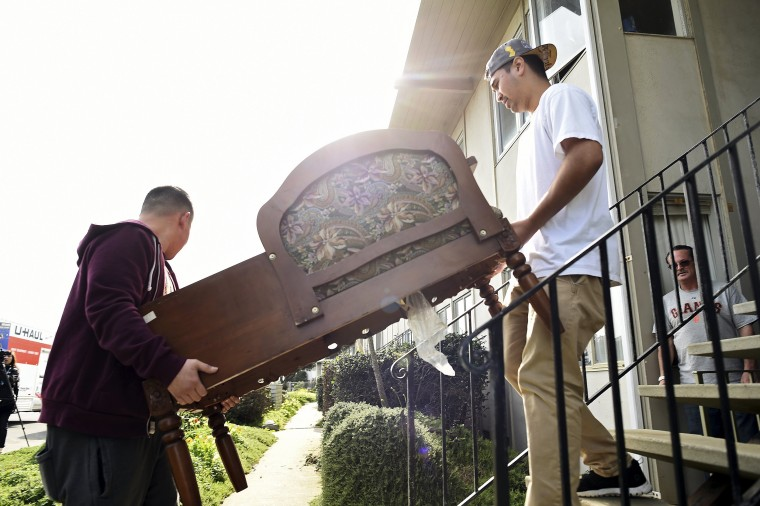 Image: Justin Kalotkin moves furniture from his apartment building, which is in danger of collapsing due to El Nino storm erosion, in Pacifica, California