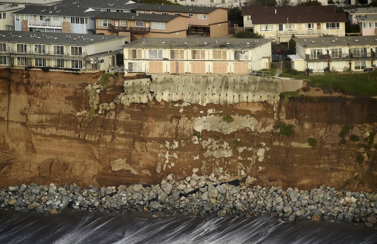 Image: Uninhabitable apartments, in danger of collapsing into the Pacific Ocean, line Esplanade Ave. in Pacifica