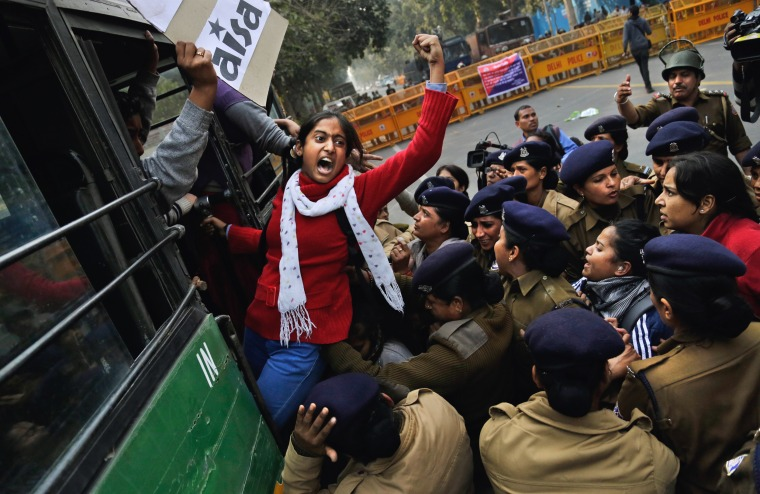 Image: Indian student demands resignation of Indian education minister, protesting the death of Rohith Vemula