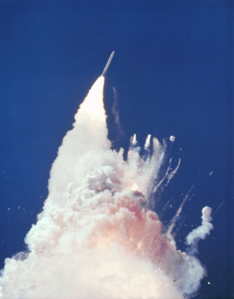 Image: At about 76 seconds, fragments of the orbiter can be seen tumbling
