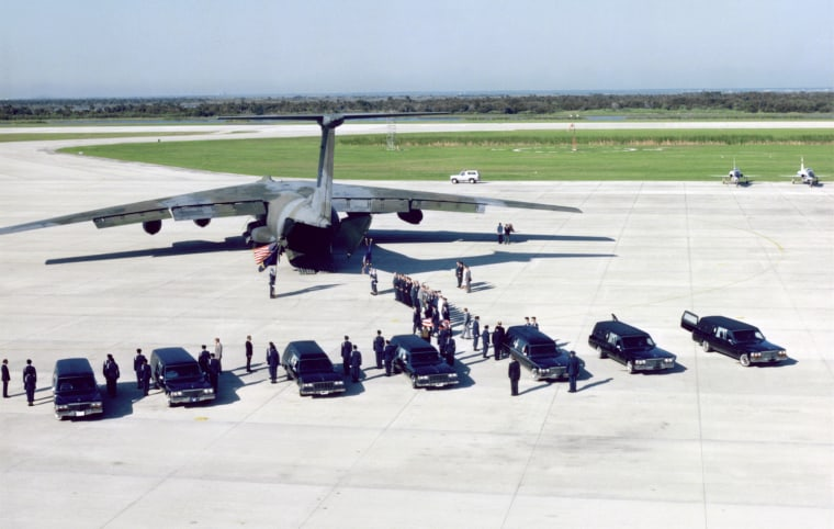Image: The remains of the shuttle Challenger's seven crew members are transferred from seven hearses