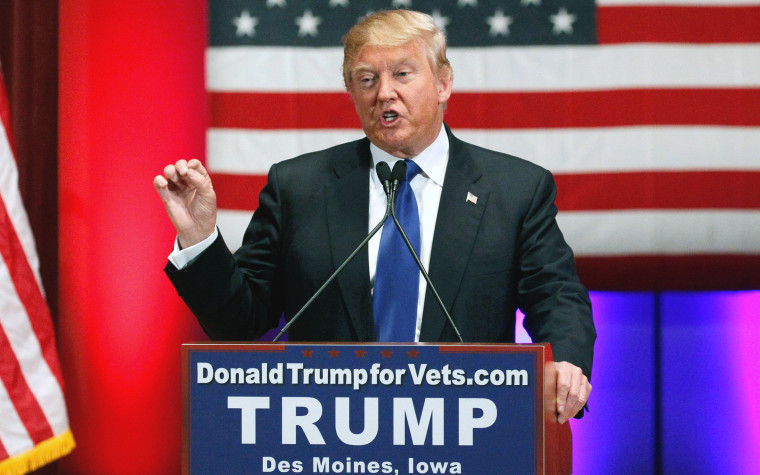 Image: U.S. Republican presidential candidate Donald Trump speaks at a veteran's rally in Des Moines