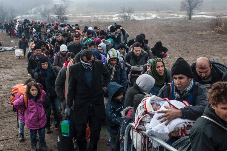 Image:Serbia-Macedonia Migrant Line