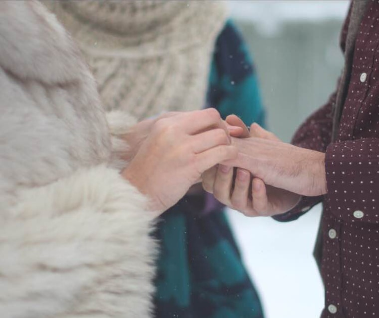 Couple gets married during snowstorm
