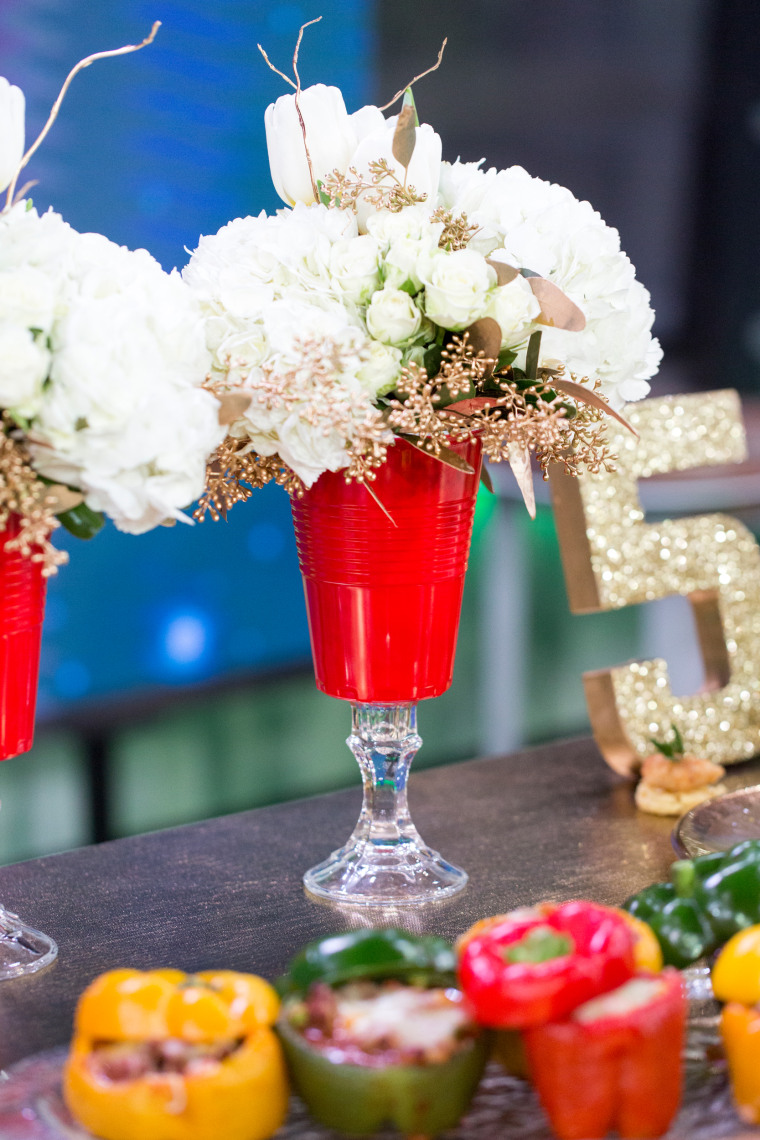 Home and food ideas for your Super Bowl party: red solo cup vase