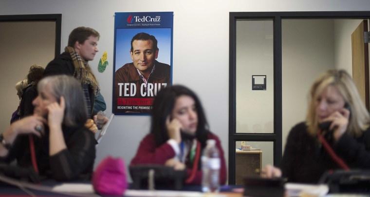 Image: Volunteers for Republican presidential candidate Ted Cruz