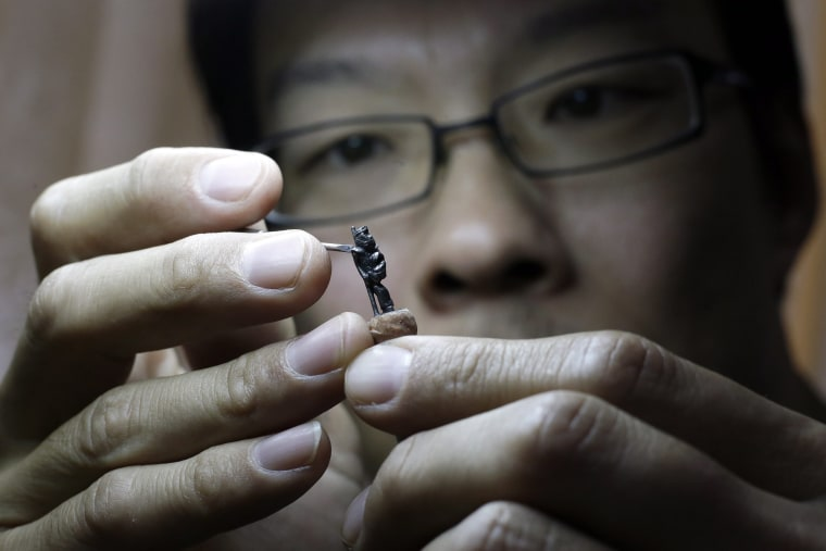 Image: Artist carves Monkey King on the tip of pencil leads for the Chinese Lunar New Year celebrations