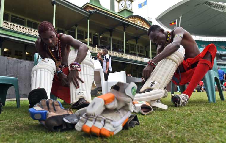 Image: Warriors gear up before commencing the match