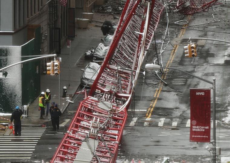 Image: Crane Collapses In Lower Manhattan