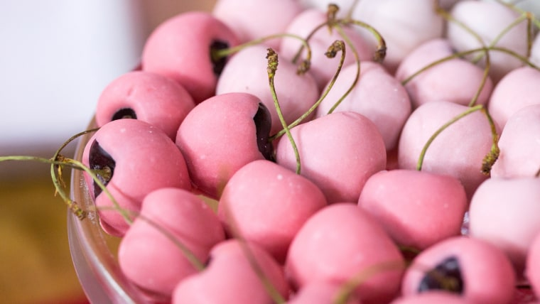 Abby Larson shows off five easy Valentine's Day treats you can make with the kids