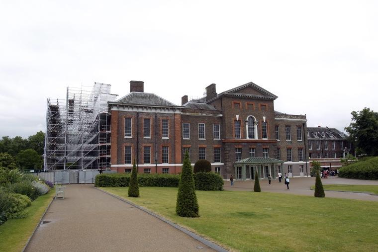 Image: Image: Buckingham Palace repairs delayed