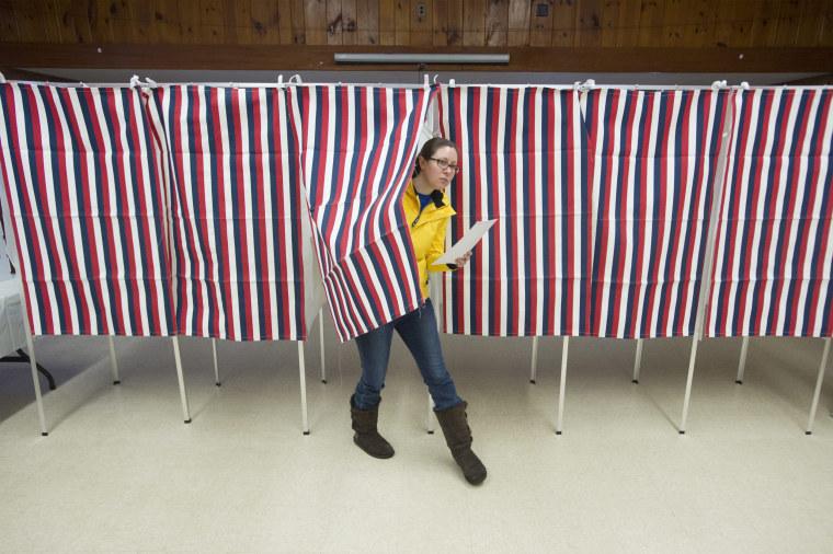 Image: New Hampshire kicks off primaries