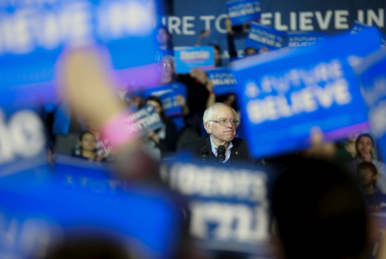 Image: Bernie Sanders campaigns in New Hampshire