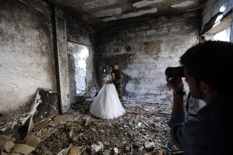 Image: Newly-wed Syrian couple Nada Merhi,18, and Hassan Youssef, 27, have their wedding pictures taken