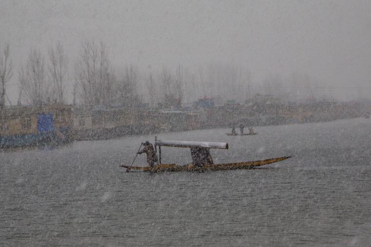 Image: A Kashmiri man rows his shikara