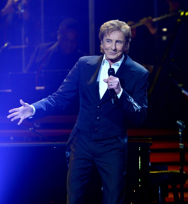 Image: Barry Manilow performs