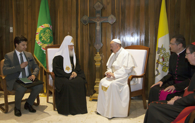 Image: Pope Francis, center right, and the head of the Russian Orthodox Church Patriarch Kirill, center left, meet at the Jose Marti aiport in Havana