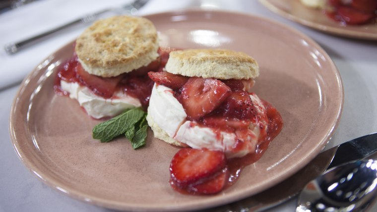 Al Roker shares a great 'sexy' strawberry shortcake recipe and champagne with a touch of strawberry.
