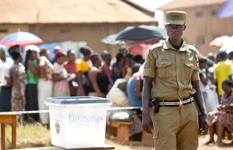 Image: Uganda voting for president