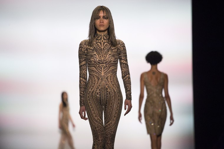 Image: Tadashi Shoji - Runway - New York Fall Fashion Week 2016