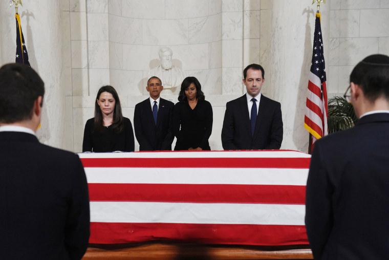 Image: The Obama pay their respects as US Supreme Court Justice Antonin Scalias body lies in repose