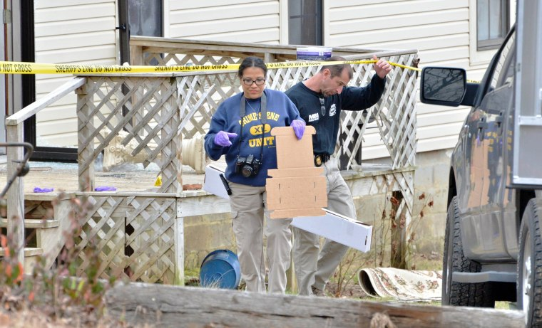 Image: Officers investigate the scene of a shooting near Iuka, Miss.,