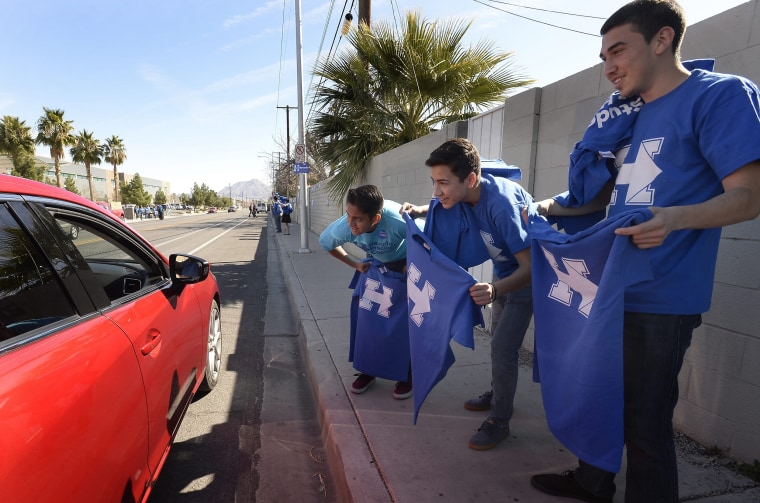 Image: Hillary Clinton supporters handout t-shirts