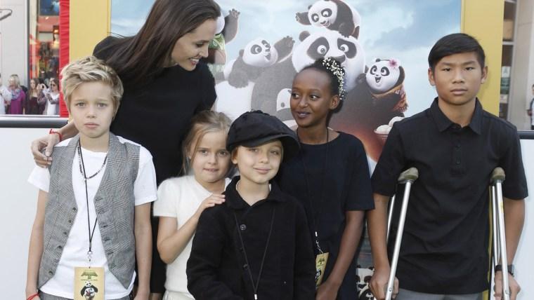 Shiloh Nouvel Jolie-Pitt, Angelina Jolie, Vivienne Marcheline Jolie-Pitt, Knox Leon Jolie-Pitt, Zahara Marley Jolie-Pitt, Pax Thien Jolie-Pitt
