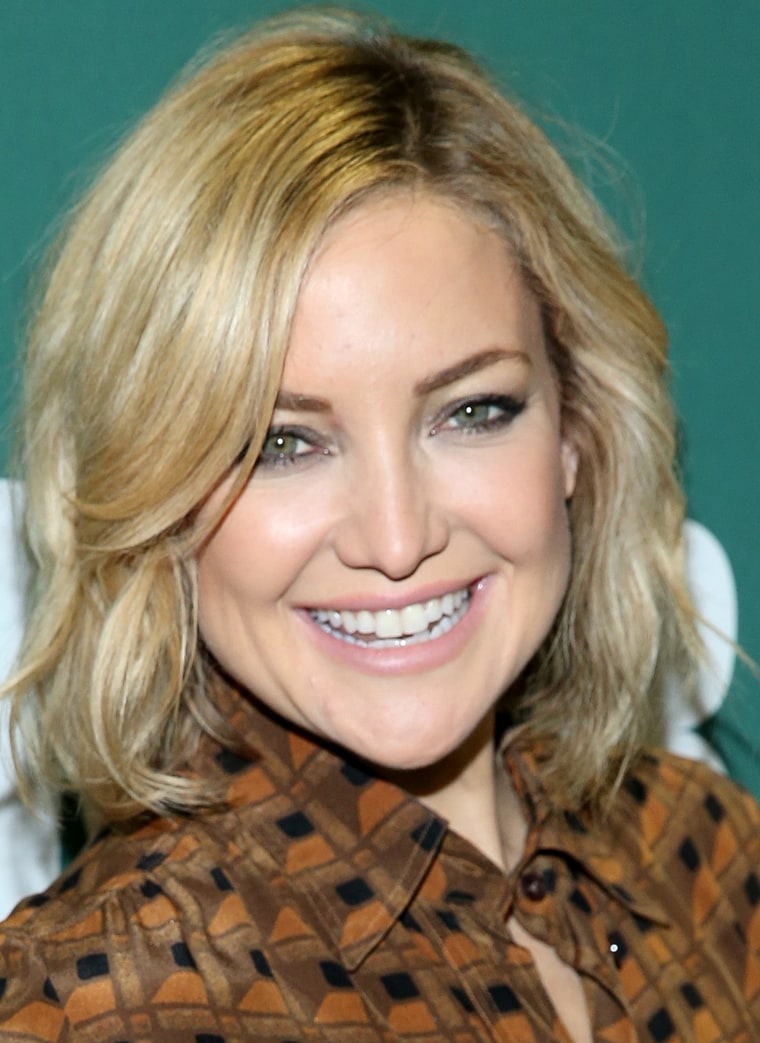 "Kate Hudson Signs Copies Of ""Pretty Happy: Healthy Ways to Love Your Body"""