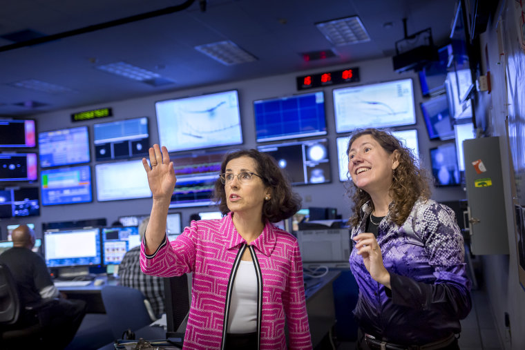 Dr. France A. Córdova traveled to Louisiana and stopped by the Livingston facility specifically to congratulate the staff and tour the facility. Here she is with Dr. Gabriela González, who leads the team that made the discovery.