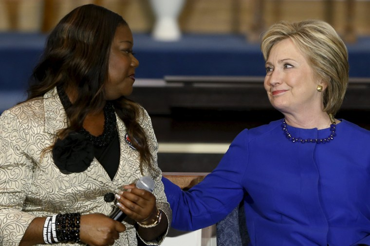 Image: Fulton endorses Clinton during a town hall meeting at Central Baptist Church in Columbia, South Carolina